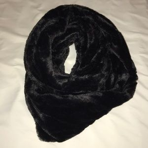 Accessories - Faux Fur Black Infinity Scarf
